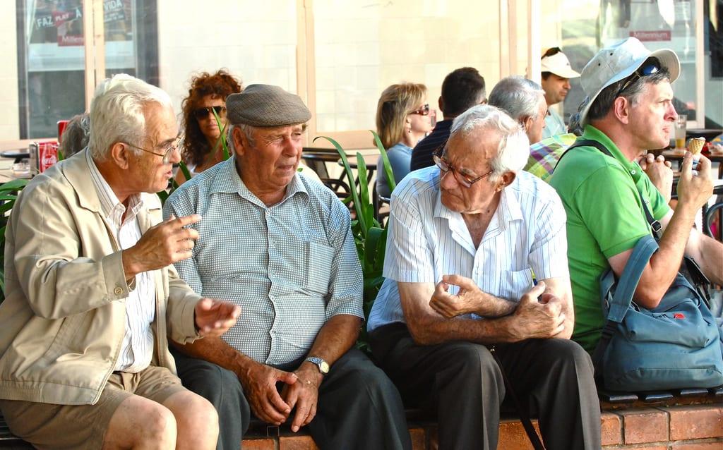 bien vieillir chez soi avec une vie sociale