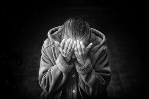 crise de larmes alzheimer